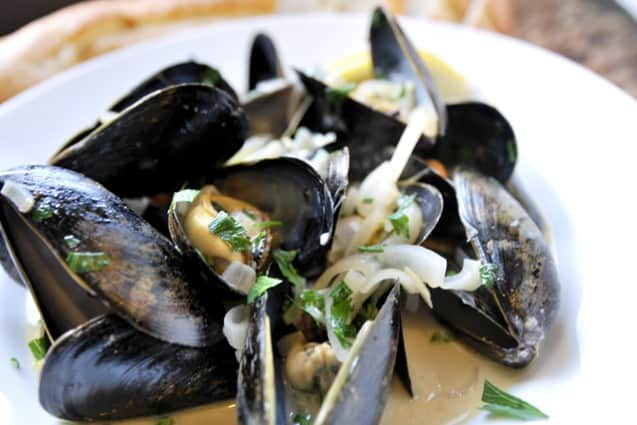 Steamed Mussels Recipe with White Wine Broth