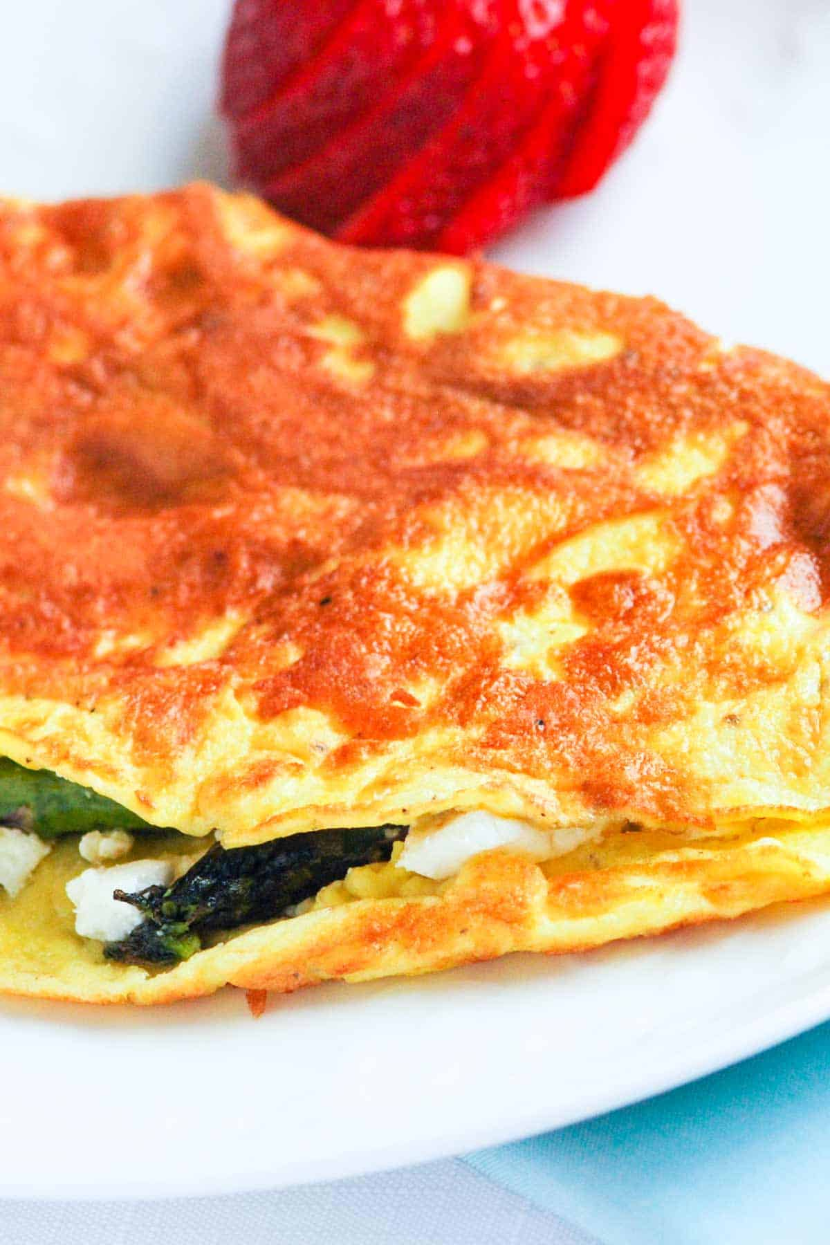 How to make an omelet with asparagus and goat cheese