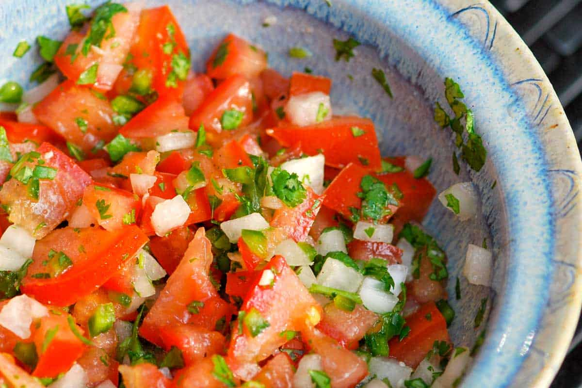 Homemade Pico de Gallo Recipe // You'll love this easy pico de gallo recipe! With just 6 simple ingredients you'll have fresh, zesty, delicious tomato salsa in no time.