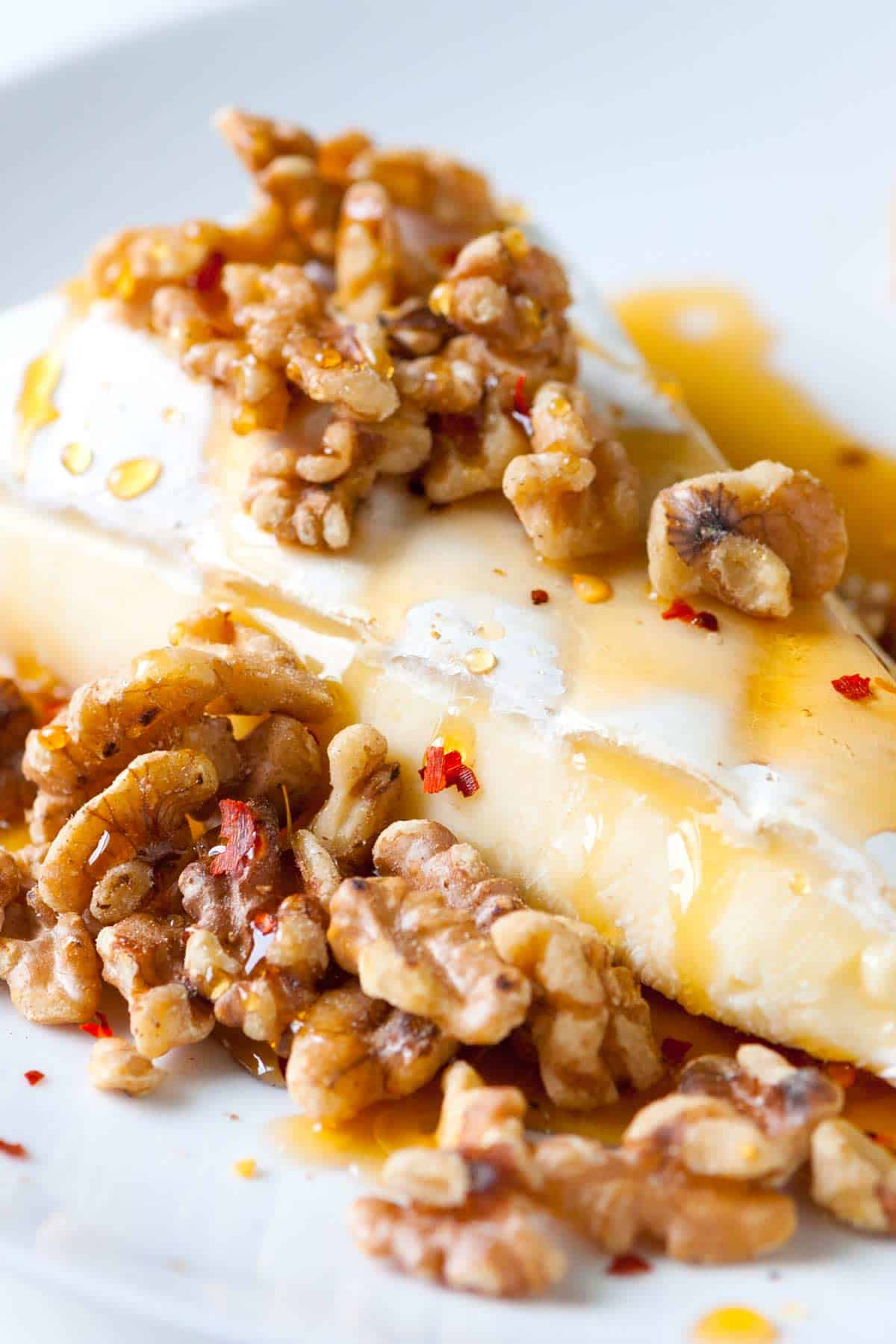 How to serve brie with spiced and warm honey and toasted walnuts