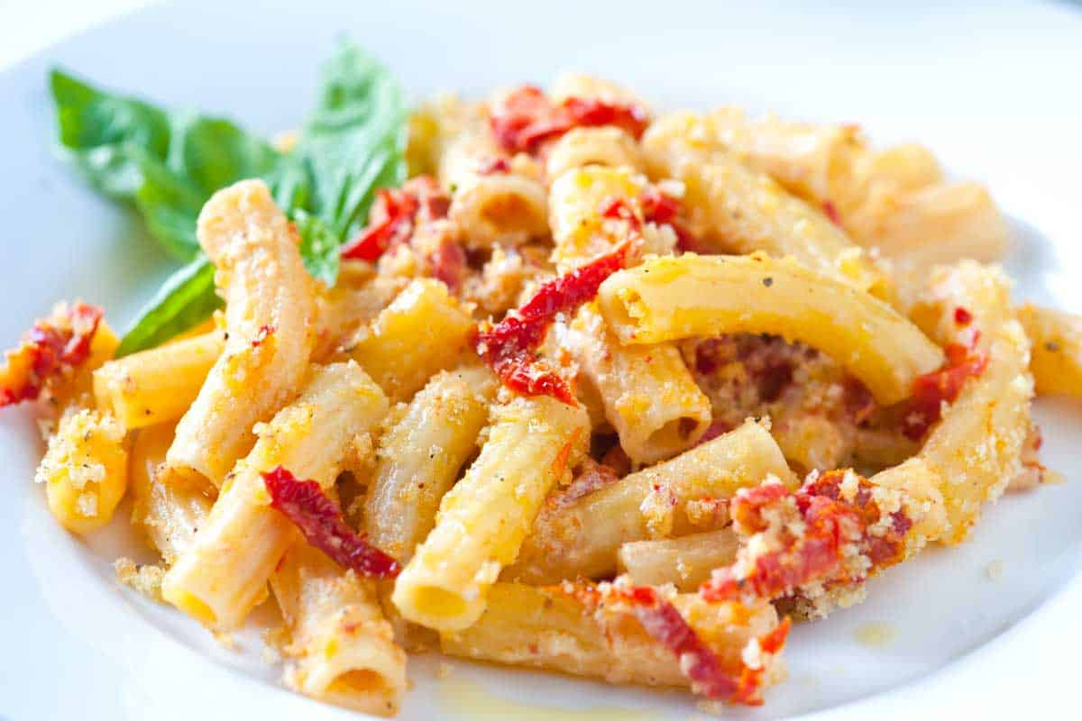 Sun-Dried Tomato and Goat Cheese Rigatoni Pasta