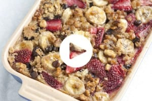 Baked Oatmeal with Strawberries, Banana and Chocolate Recipe with Video