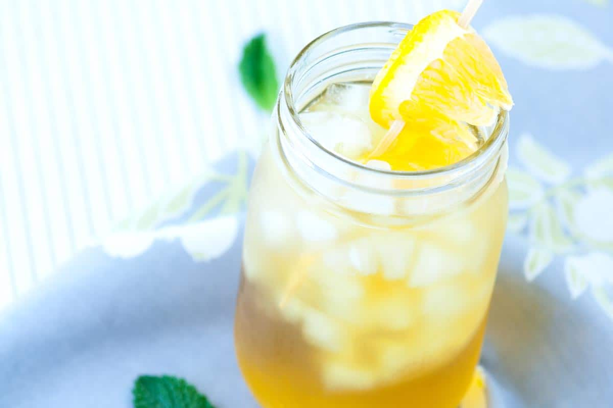 Green Iced Tea Recipe with Fresh Mint and Orange