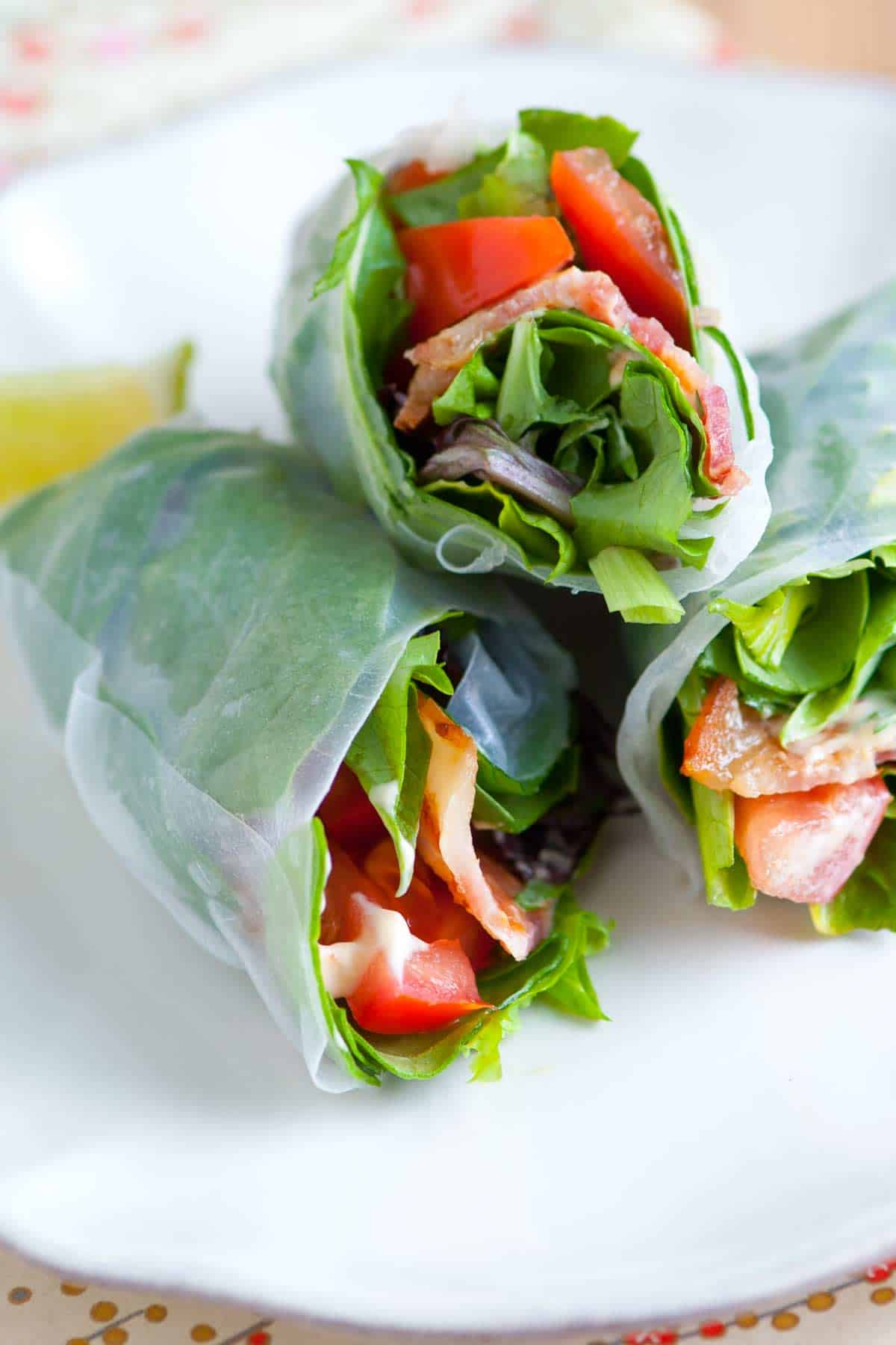 How to Make Summer Rolls with Bacon, Lettuce and Tomato