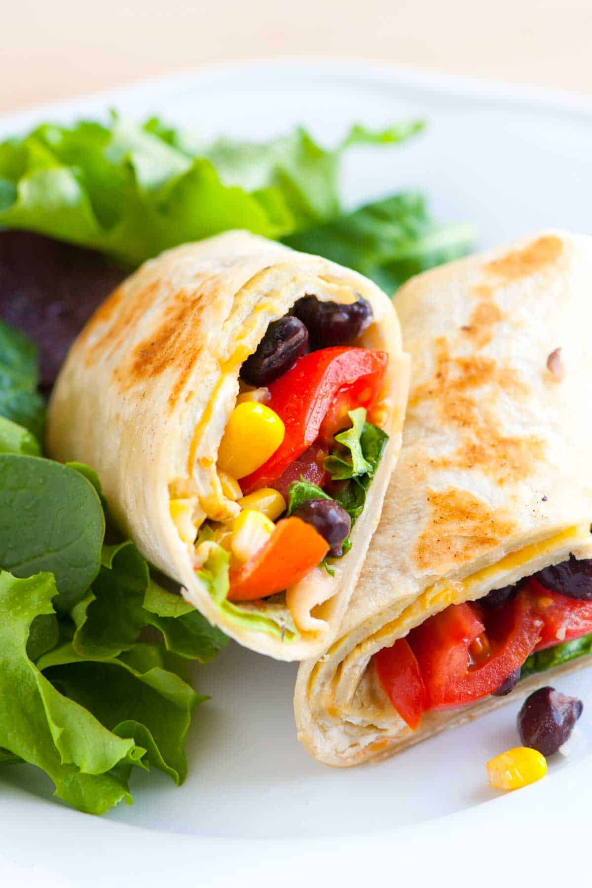 How to Make Vegetarian Wraps with Black Beans and Egg