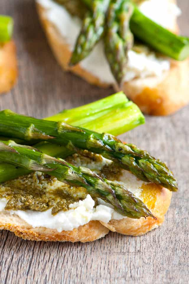 Roasted Asparagus and Pesto Crostini Recipe