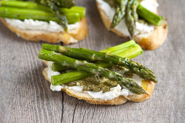Asparagus Pesto Crostini Recipe