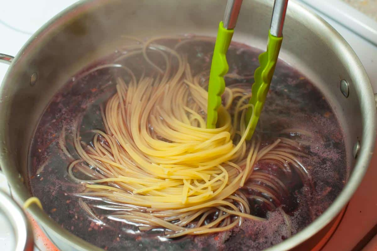 How to cook pasta in red wine
