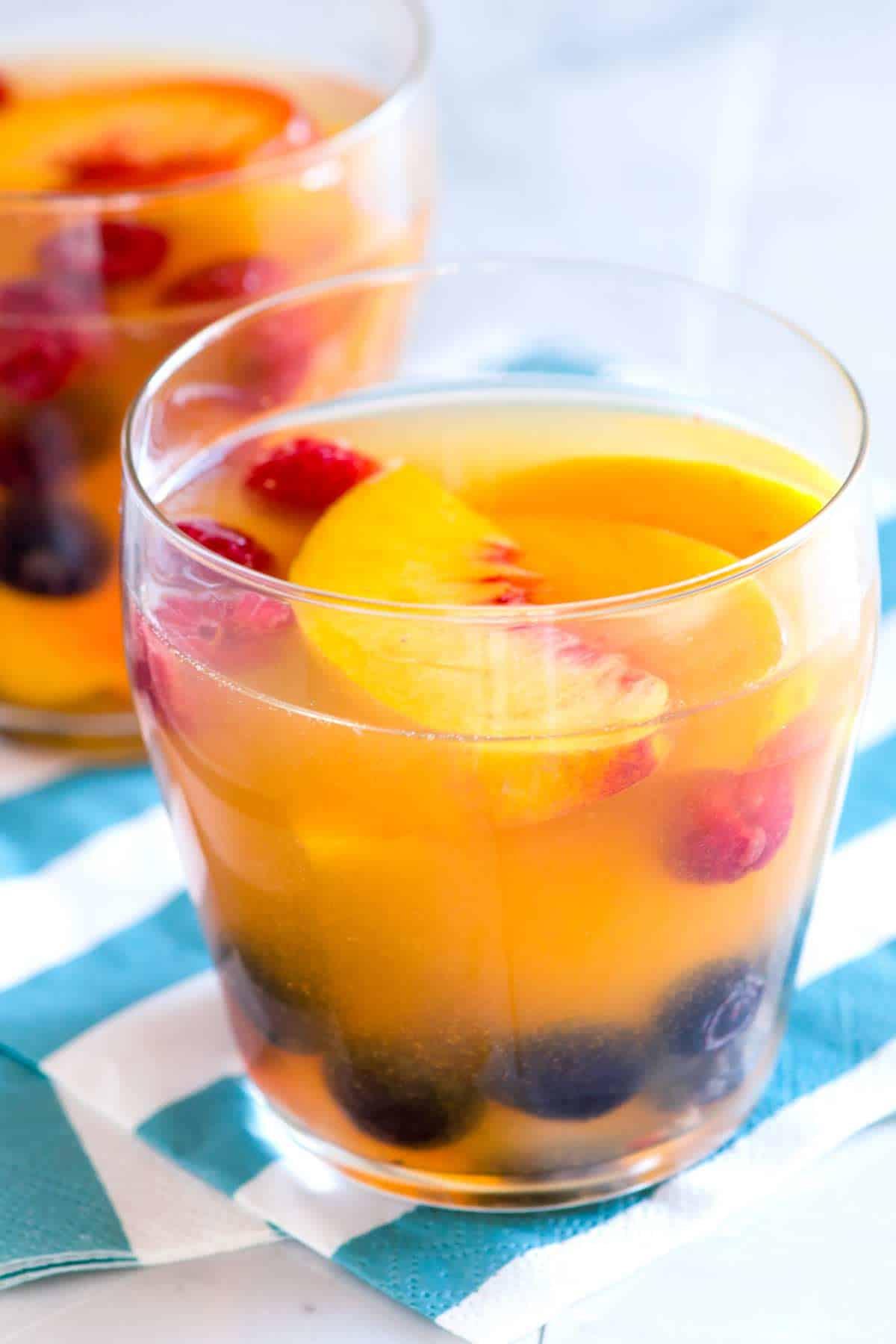How to Make Peach Sangria with White Wine
