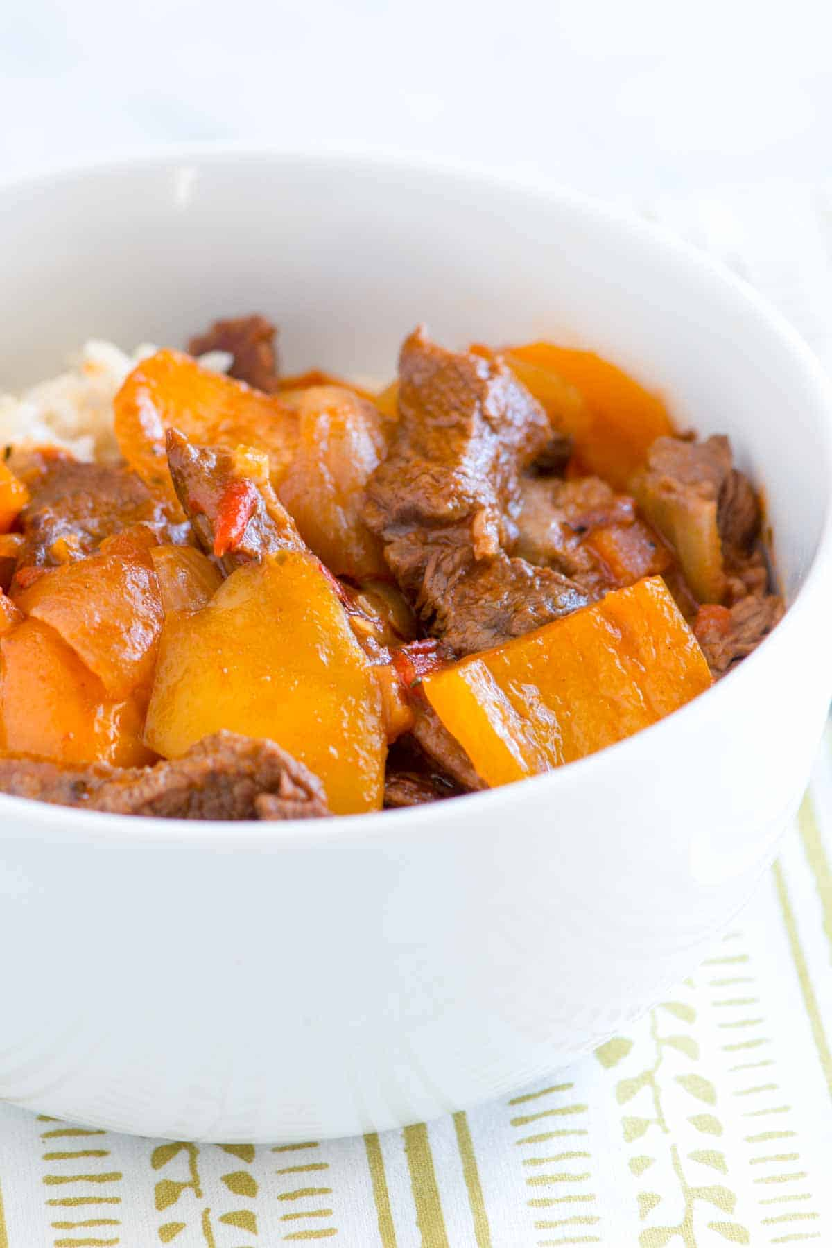 How to Make Pepper Steak in a Slow Cooker