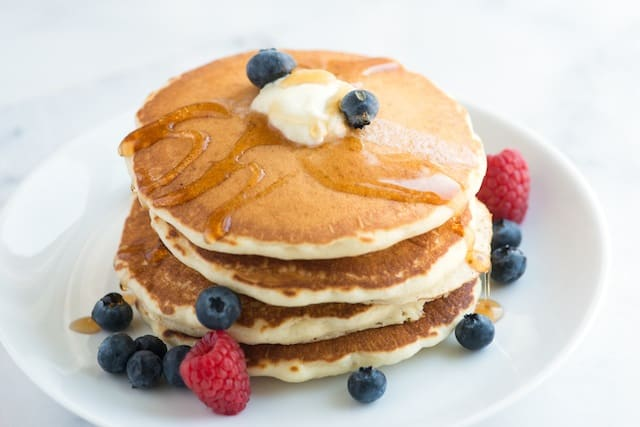 How to Make our Easy, Fluffy Pancakes Recipe