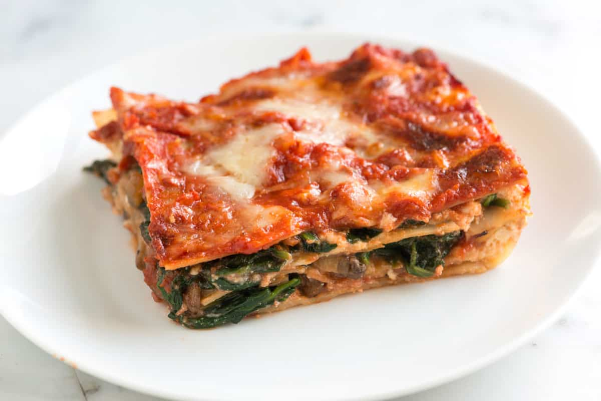Easy spinach lasagna recipe with fresh spinach, flavorful mushrooms ...