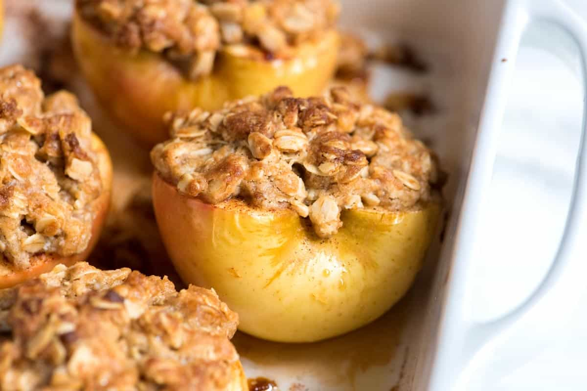 Easy Baked Apples Recipe with Oats and Brown Sugar