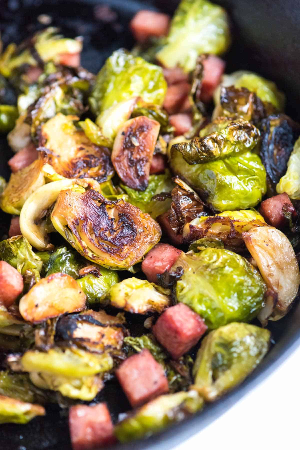 How to Make Brussels Sprouts with Ham and Garlic