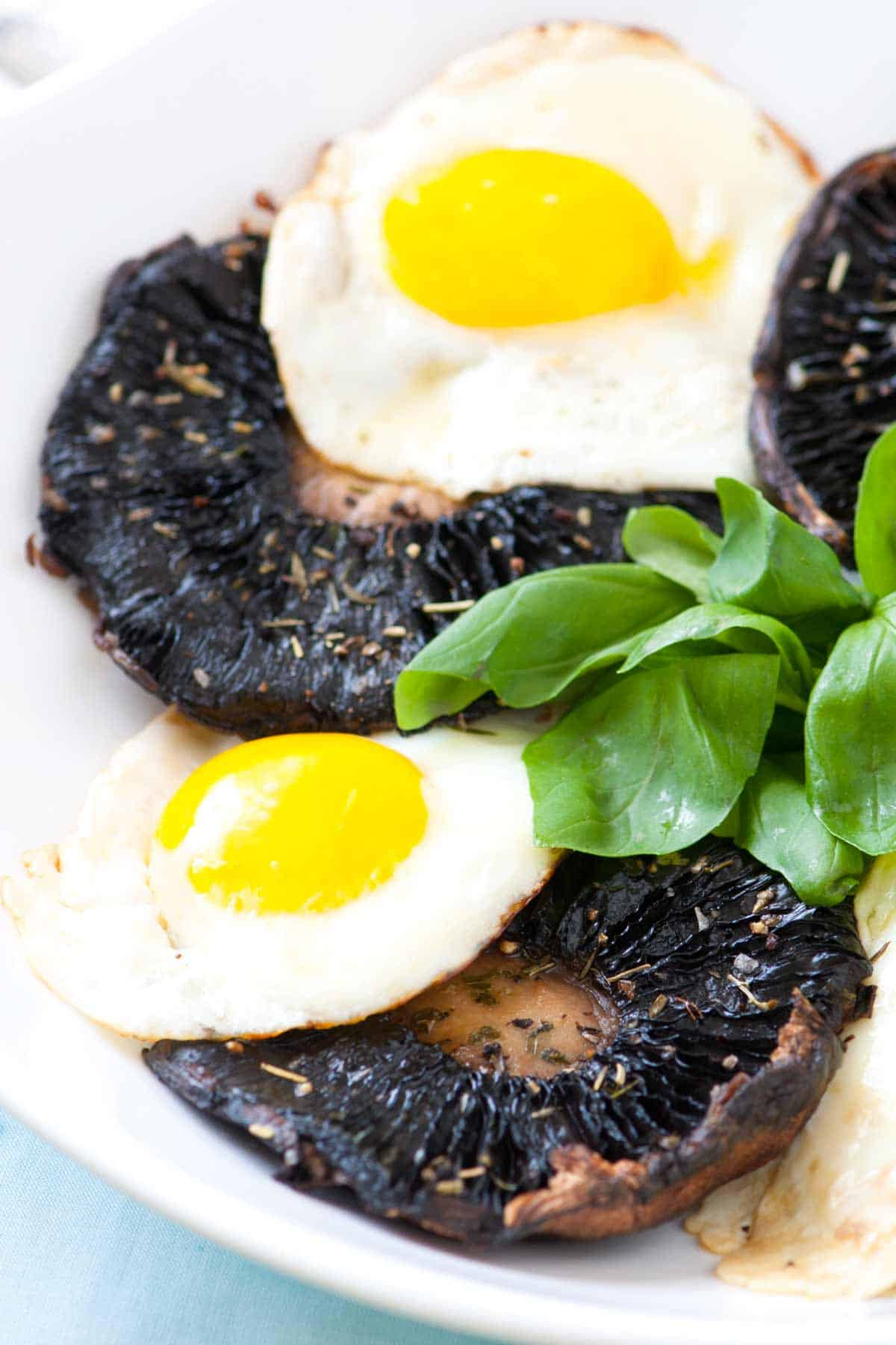 How to Make Roasted Mushrooms with Eggs
