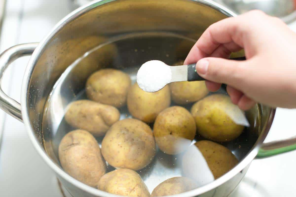 How to cook potatoes for potato salad // Salting the water