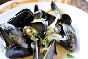 How to Make Steam Mussels in White Wine Broth