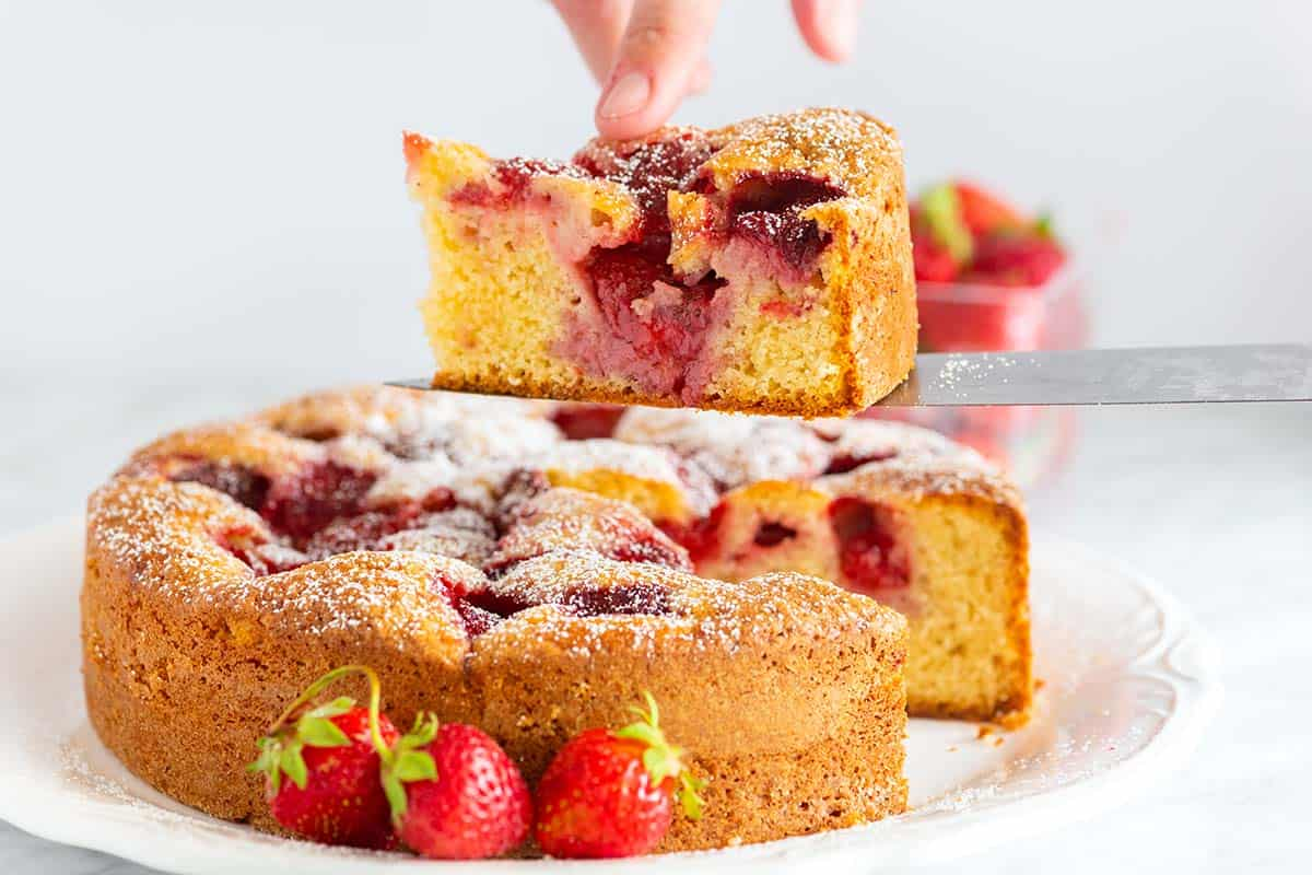 easy fresh strawberry cake recipe