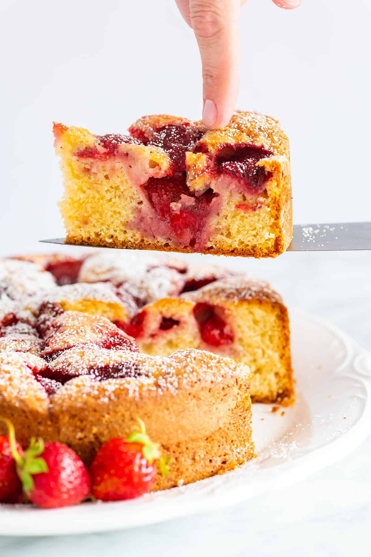 Stunning fresh strawberry cake recipe that's extremely simple to make. The batter is made in one bowl! So easy.