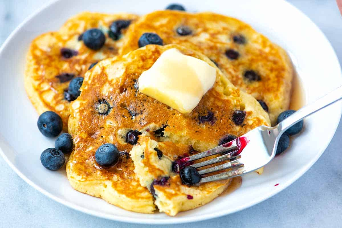 Easy Fluffy Blueberry Pancakes Recipe