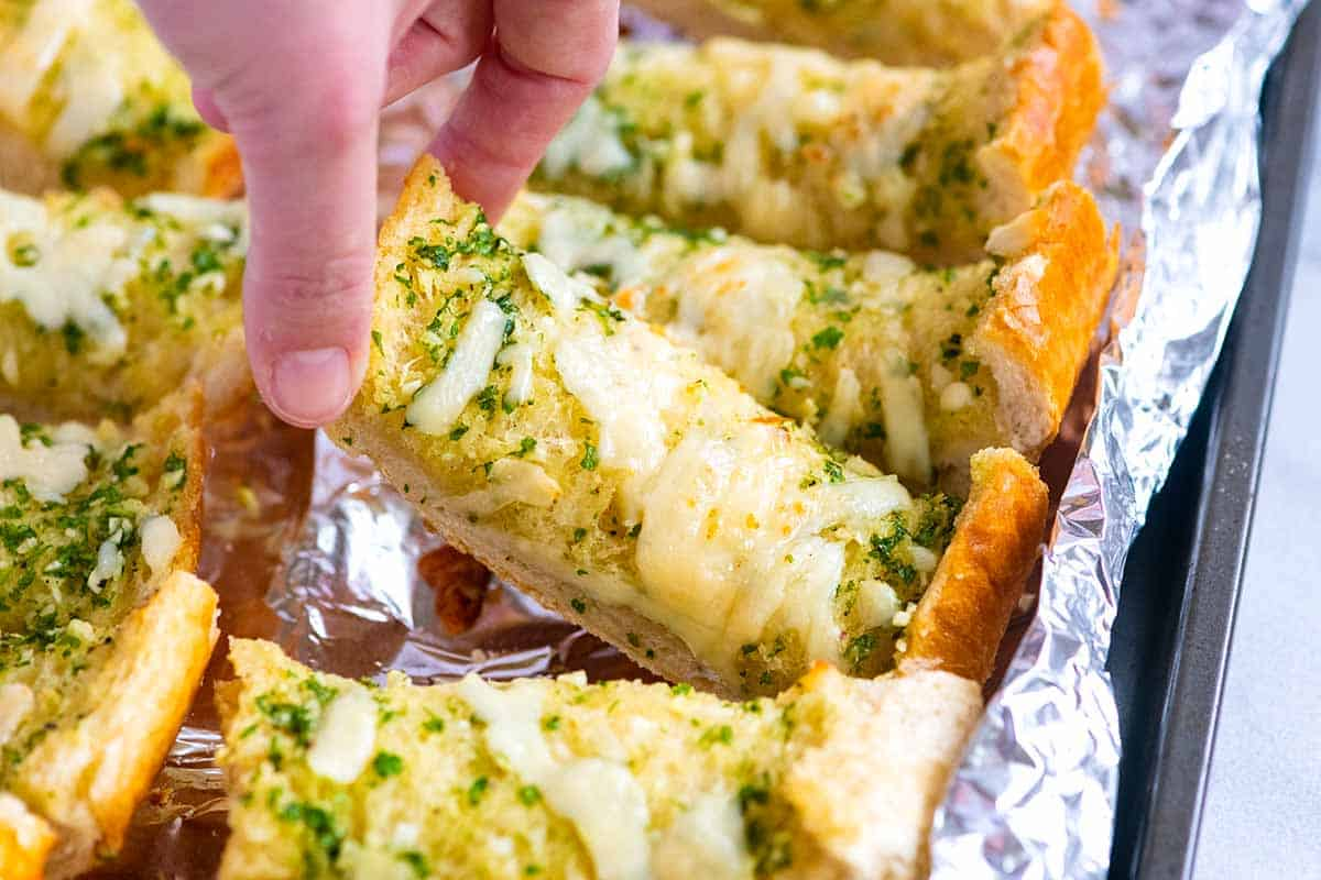 Easy Buttery Garlic Bread Recipe