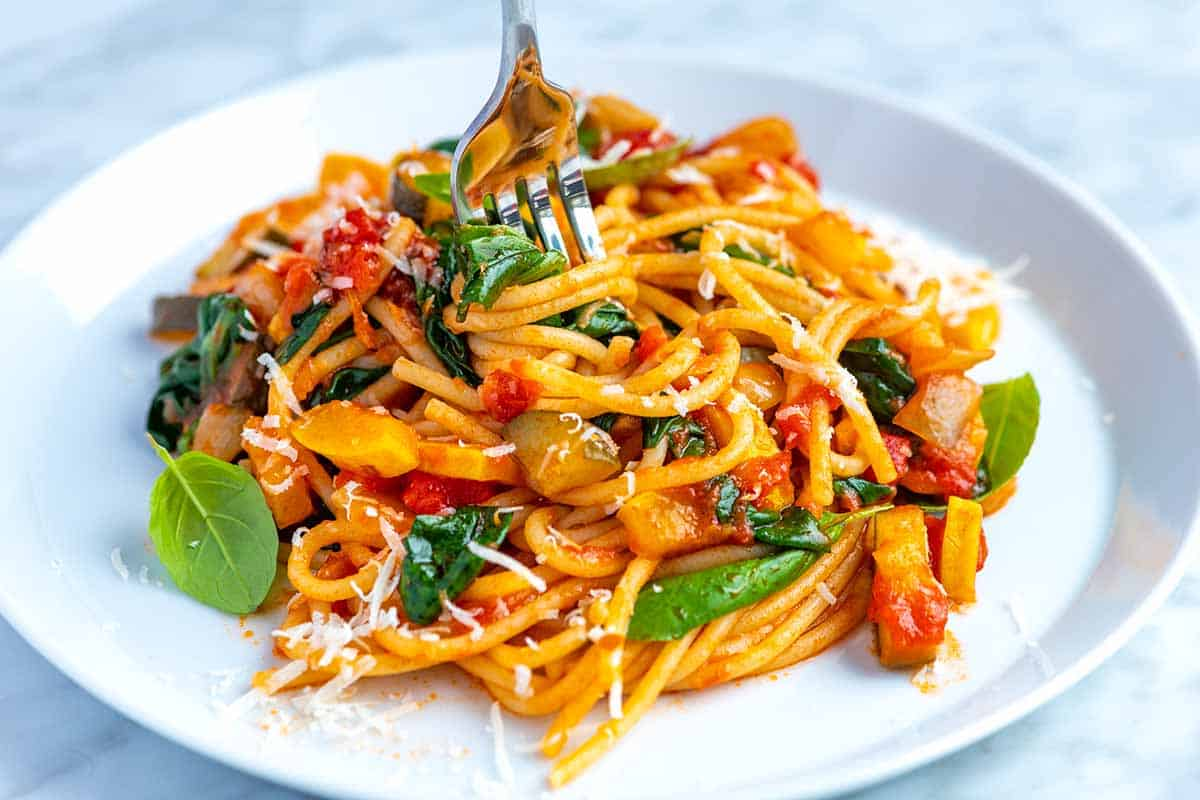 Spaghetti Recipe with Fresh Vegetables and Homemade Sauce