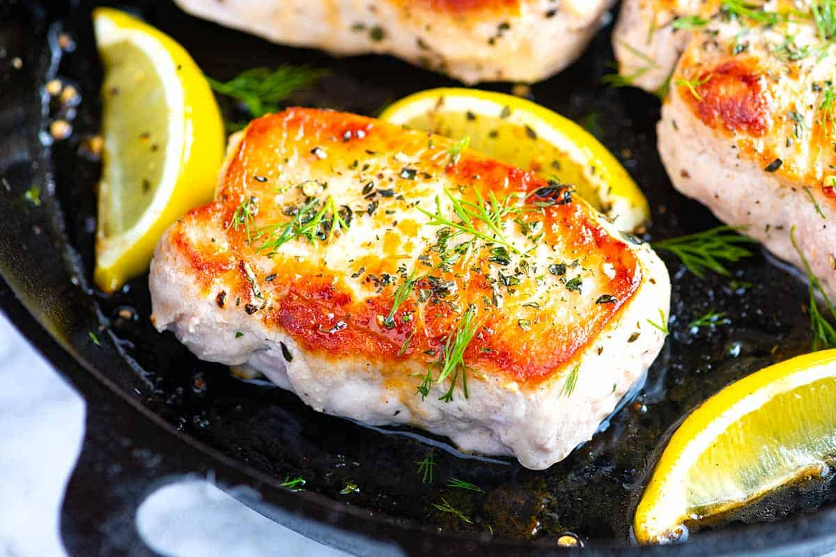 Juicy Oven Baked Pork Chops // Easy Pork Chops Recipe