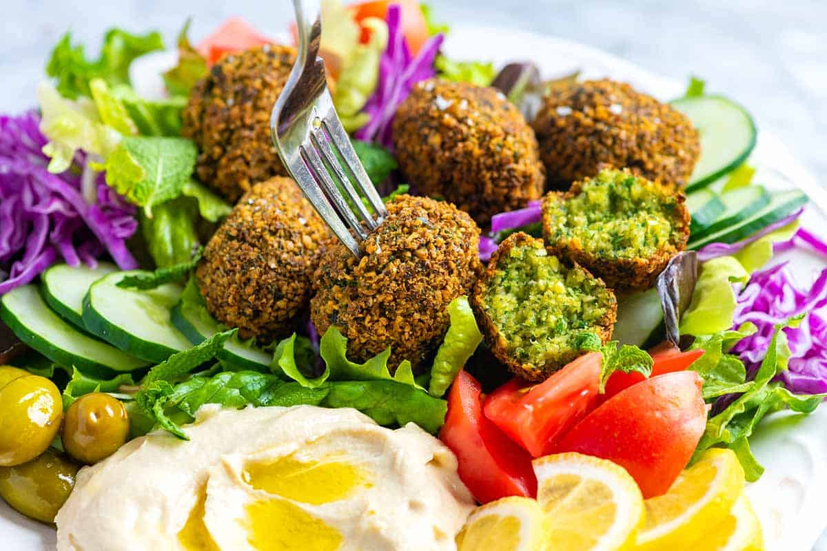 What to Serve With and How to Serve Falafel