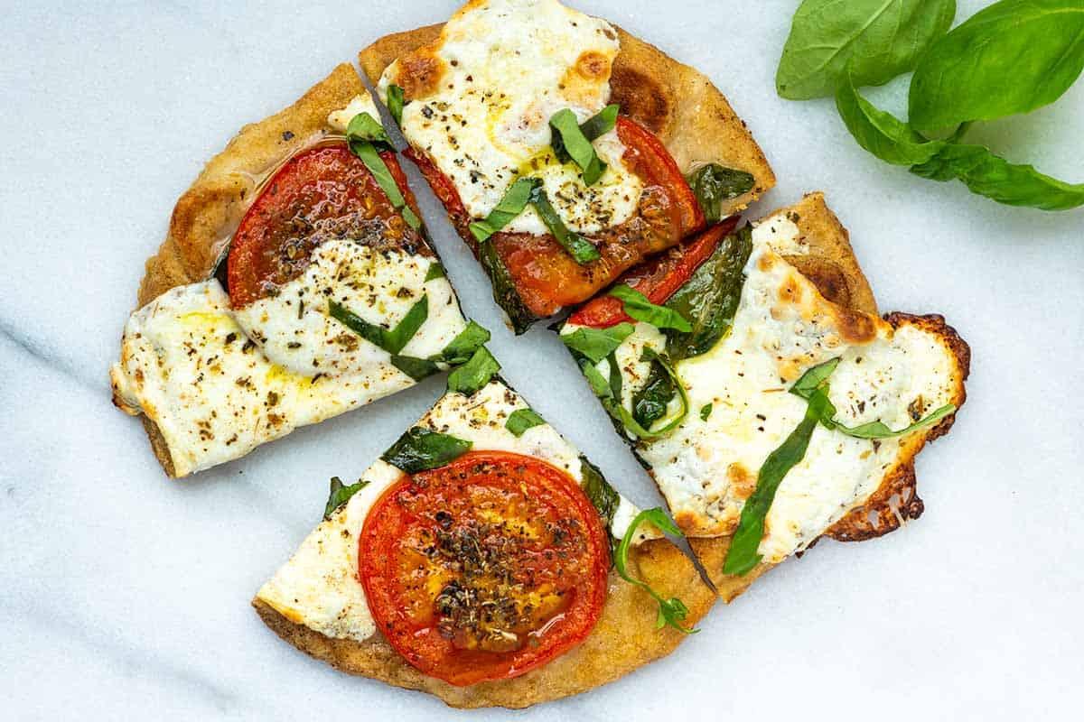 Flatbread pizza with tomatoes and mozzarella