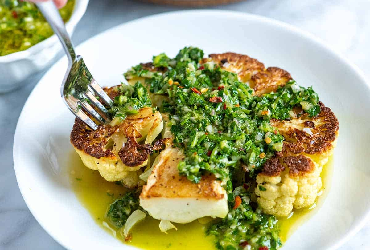 Filetes de coliflor con chimichurri