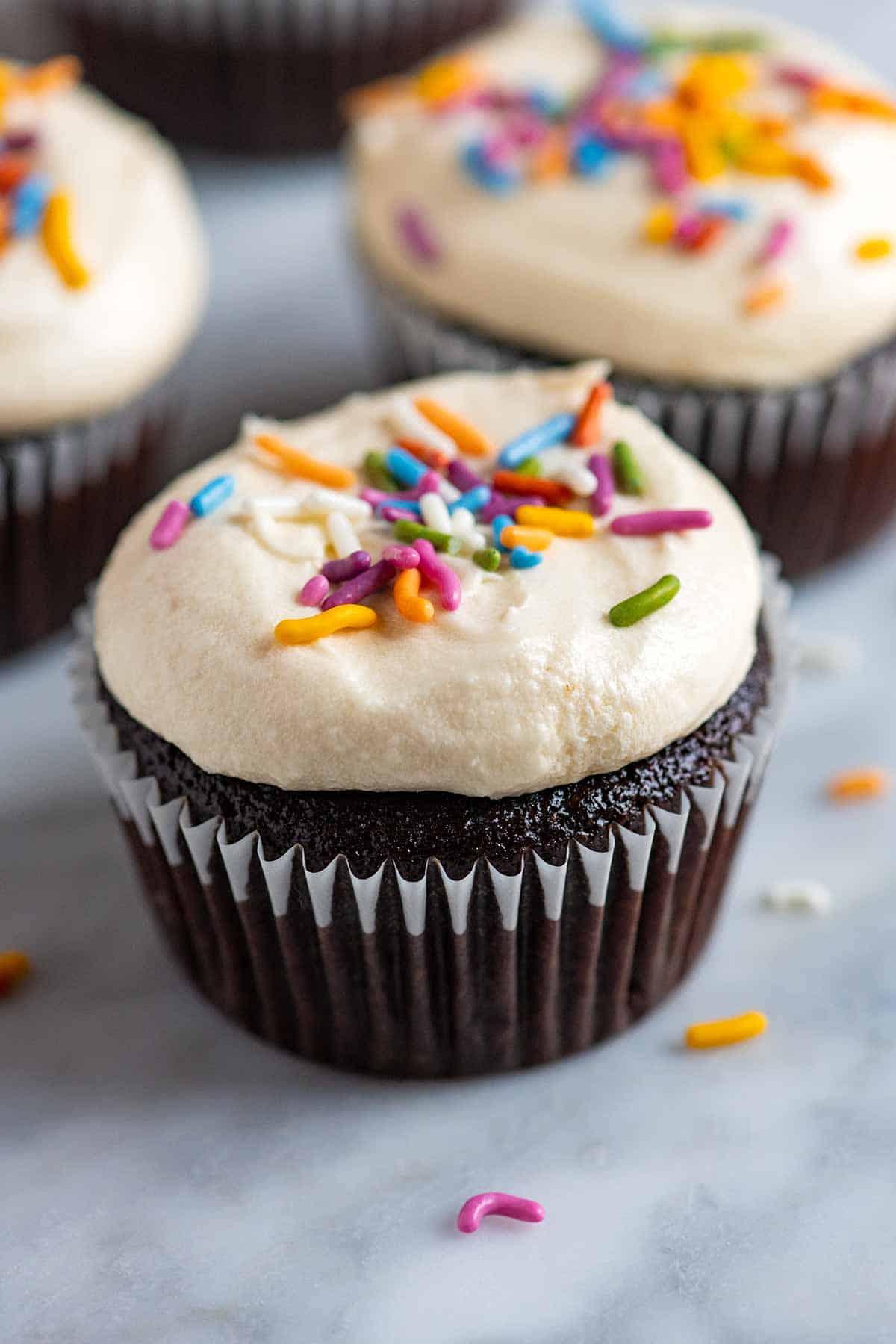 Cupcakes de chocolate sin huevo, sin lácteos y veganos.