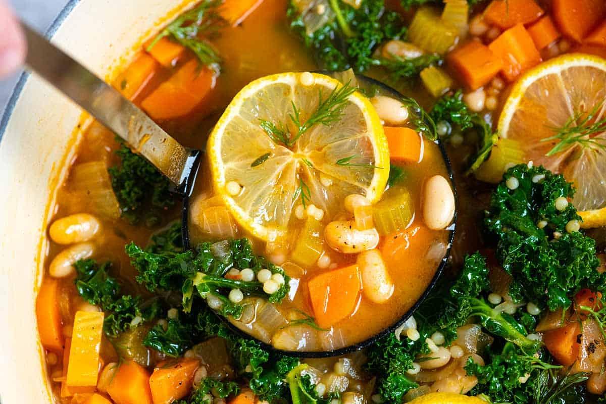 Sopa de Verduras y Frijoles Blancos