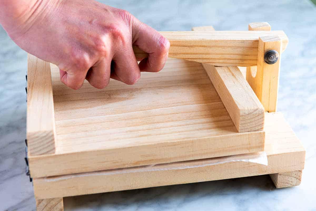 Pressing tortillas using a tortilla press, step 2 (close press)