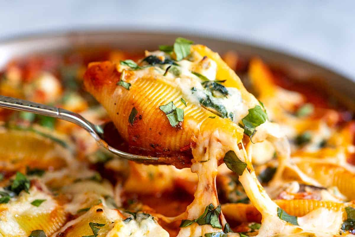 Cheese and vegetable stuffed shells